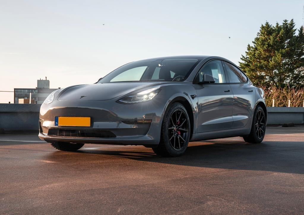Tesla Carwrap Grijs | Trim-Line Zevenbergen